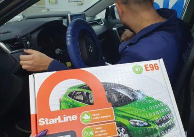 На Toyota Rav4 установили автосигнализацию StarLine E96