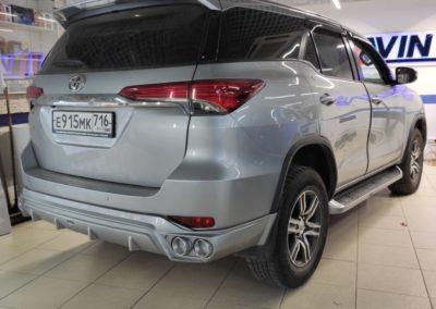 Toyota Fortuner — установка мультимедиа Teyes вместо штатной системы